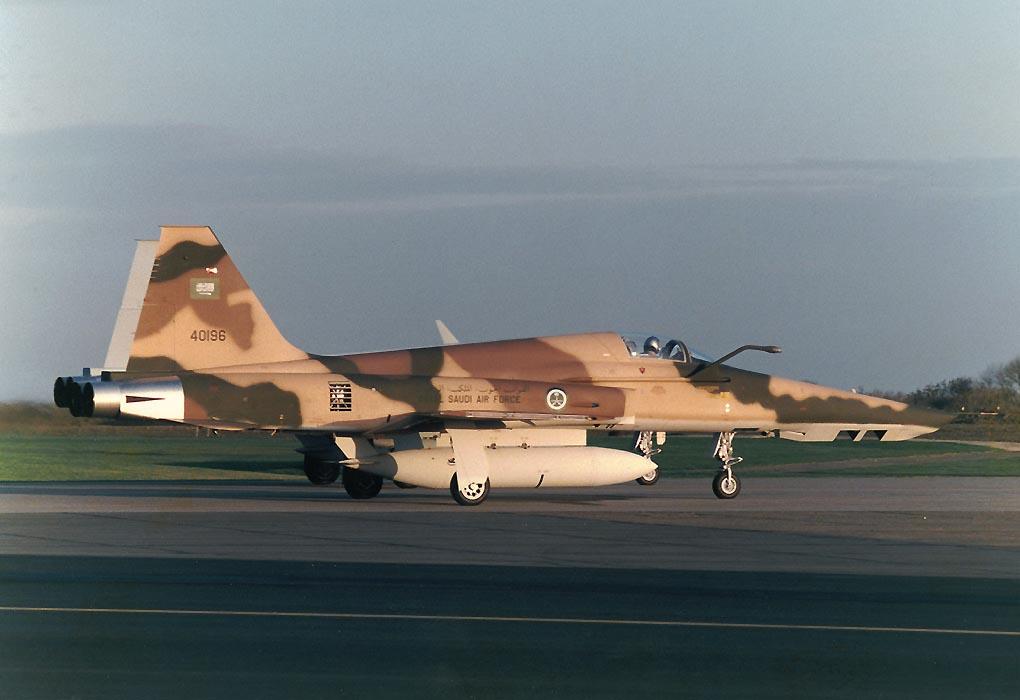 الموسوعه الفوغترافيه لصور القوات الجويه الملكيه السعوديه ( rsaf ) 84-0196_1